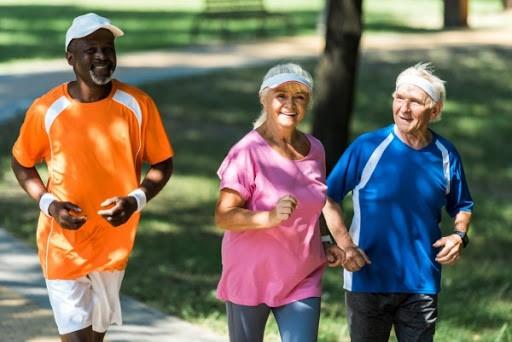 É possível envelhecer com saúde? Como a psicologia pode colaborar?